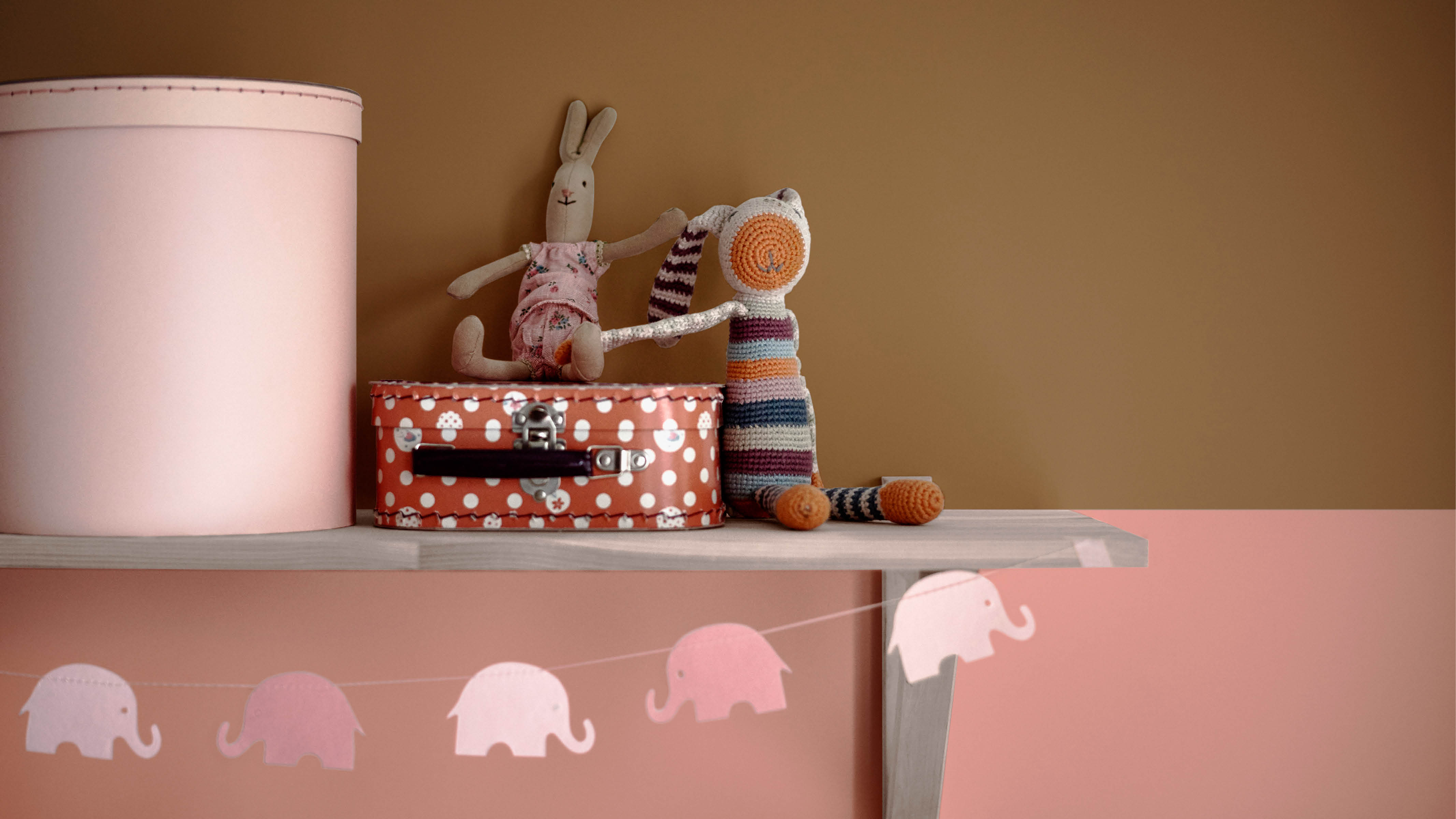 If you have your heart set on pink but want to give it a modern edge, try pairing it with ochre