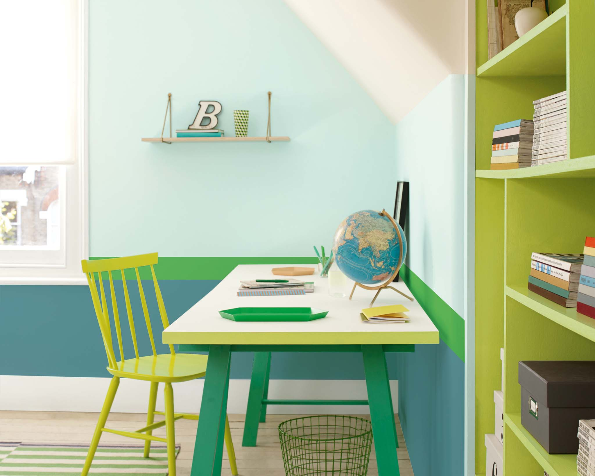 Create a study corner in your child's bedroom with green stripes
