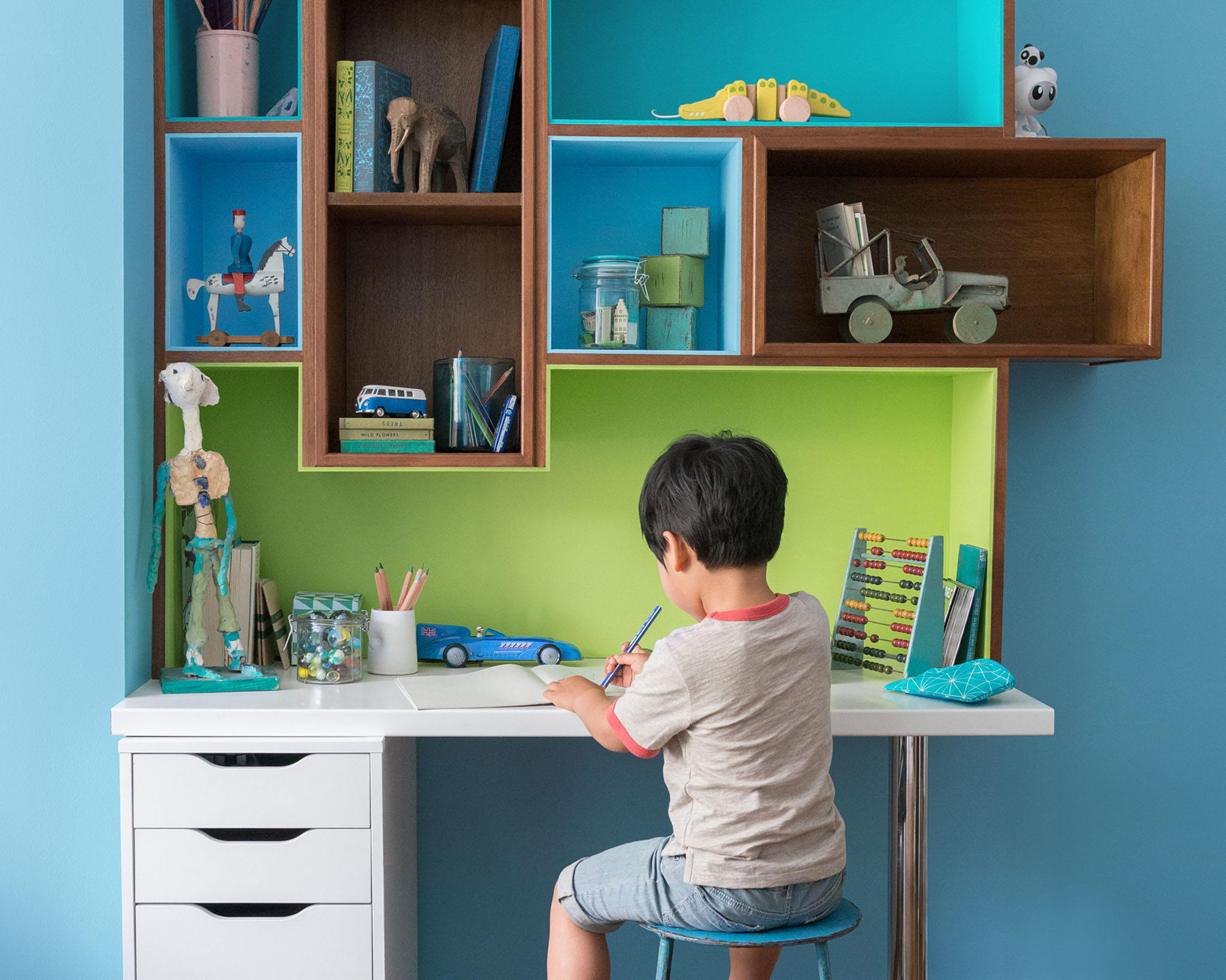 Use a simple colour scheme to create a unique and bold look for your boy's room