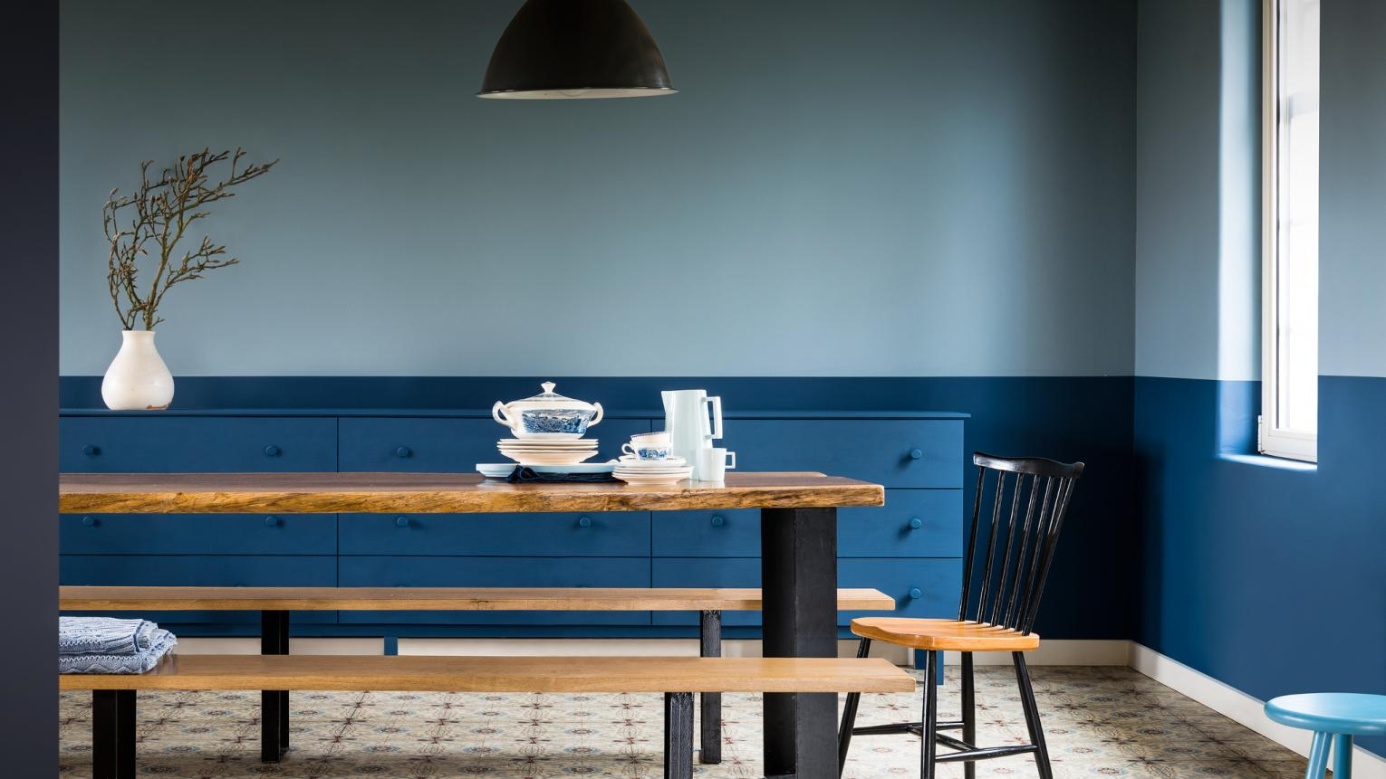 Create colour harmony with a two-tone wall style to lift your dining room.