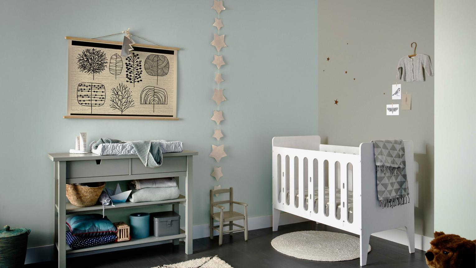 Whether you're waiting until the birth to discover the sex of your baby, or you're simply not excited by traditional blue and pink colour schemes, gender-neutral nurseries are an increasingly popular decorating option.