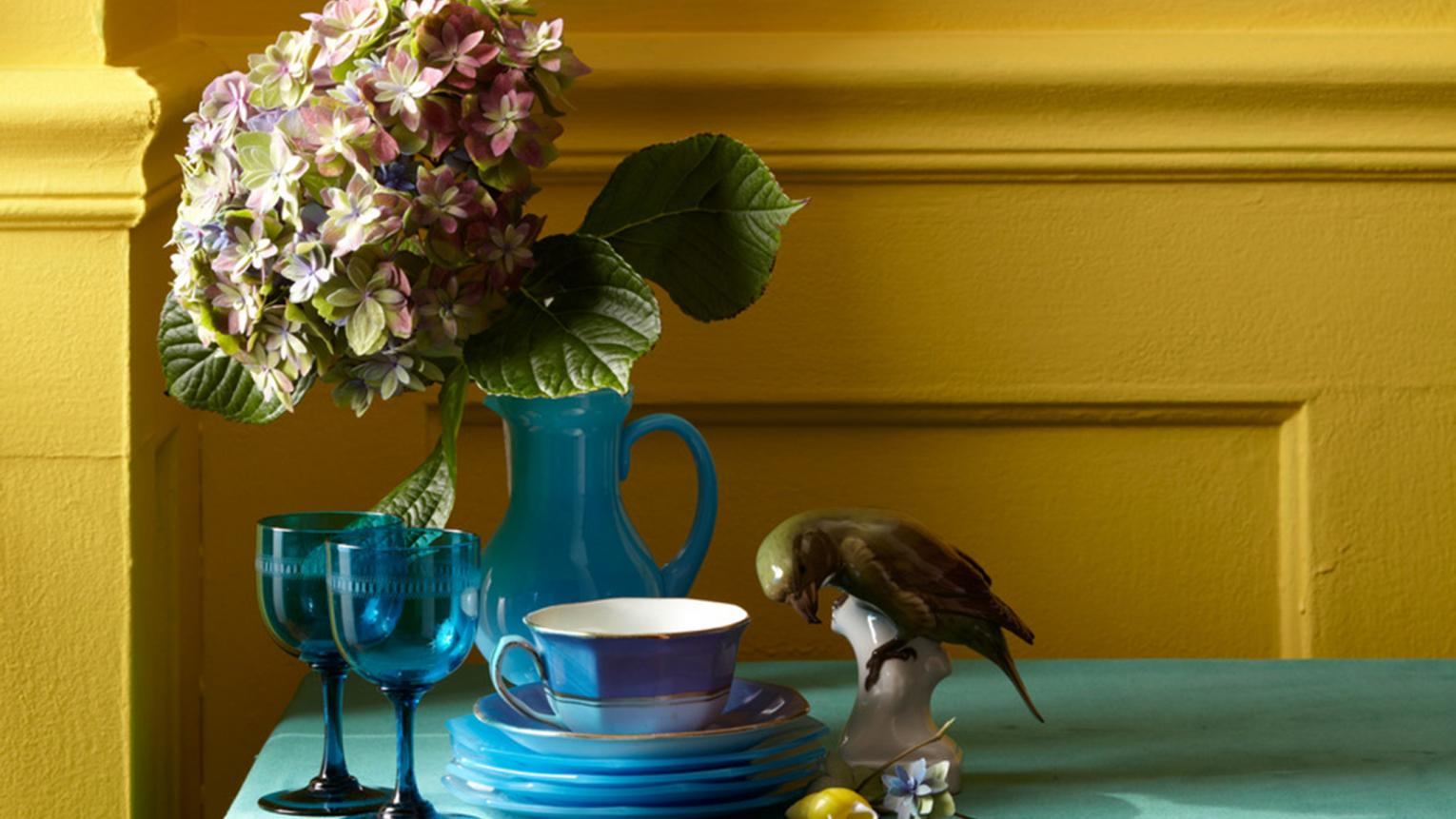 Less intense than yellow but brighter than brown, mustard is a versatile colour that adds a spicy kick to any decorating scheme.