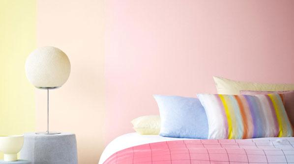 Pale pink and yellow shades create a harmonious colour scheme in a bedroom