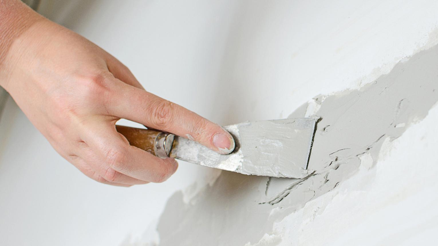 From fighting mold and filling holes to choosing paintbrushes, here are our expert tips on how to avoid the most common decorating problems.