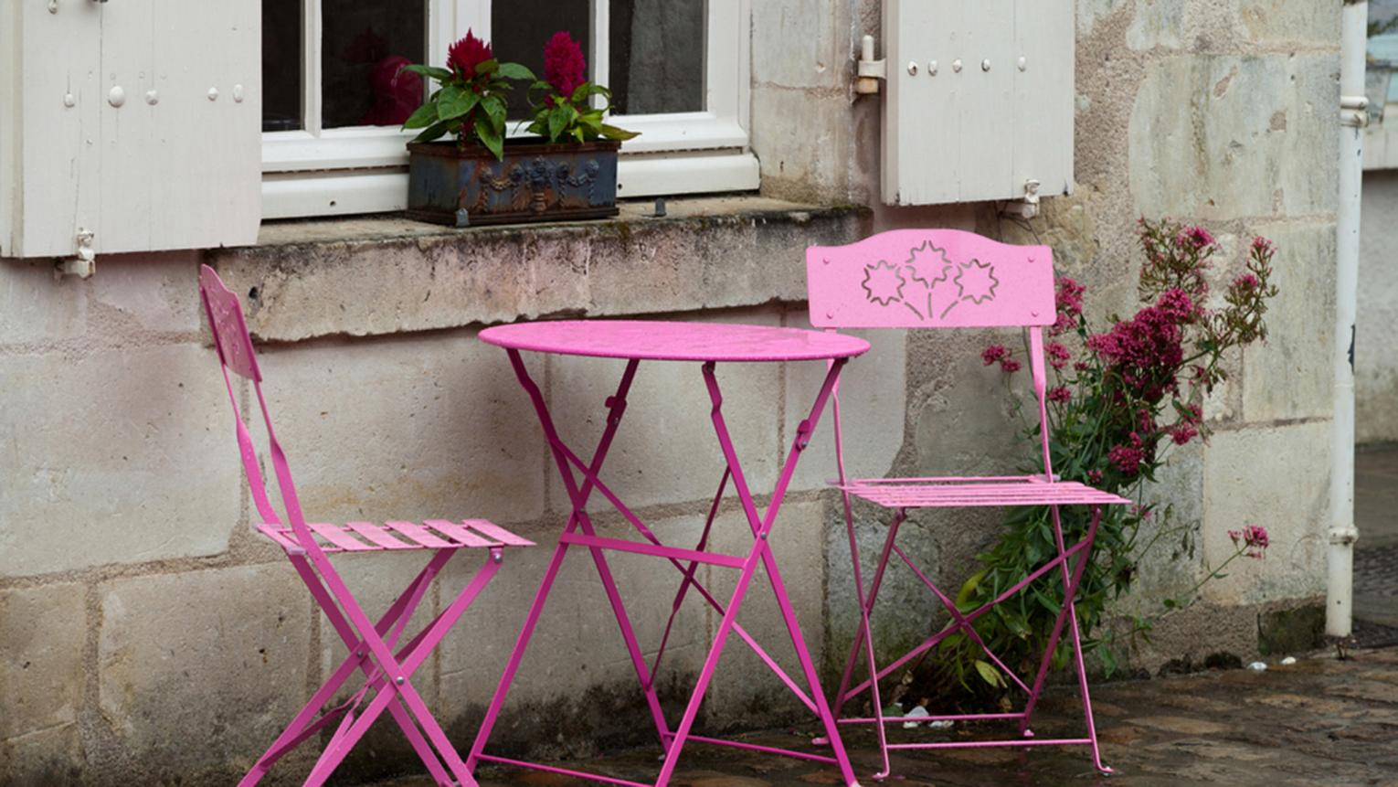 Want to update your outdoor area? Learn how to paint your metal garden chairs in vibrant colours for an instant transformation.
