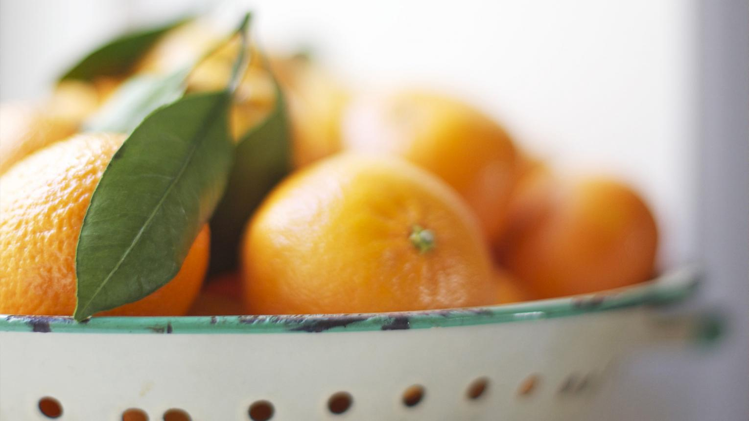 Fresh oranges in a bowl.