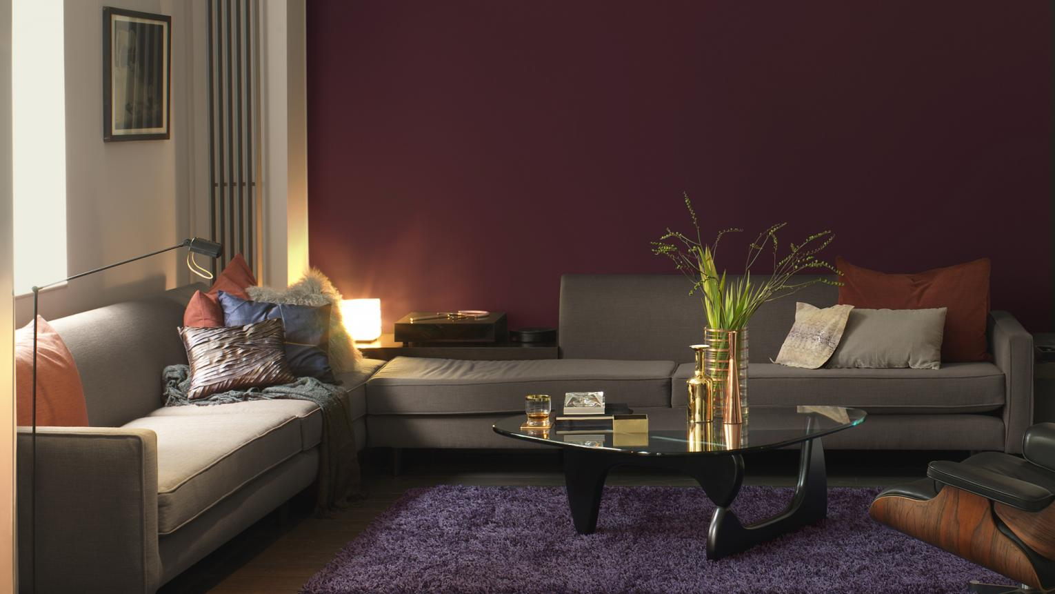 Warm, dark colours create a cosy living room